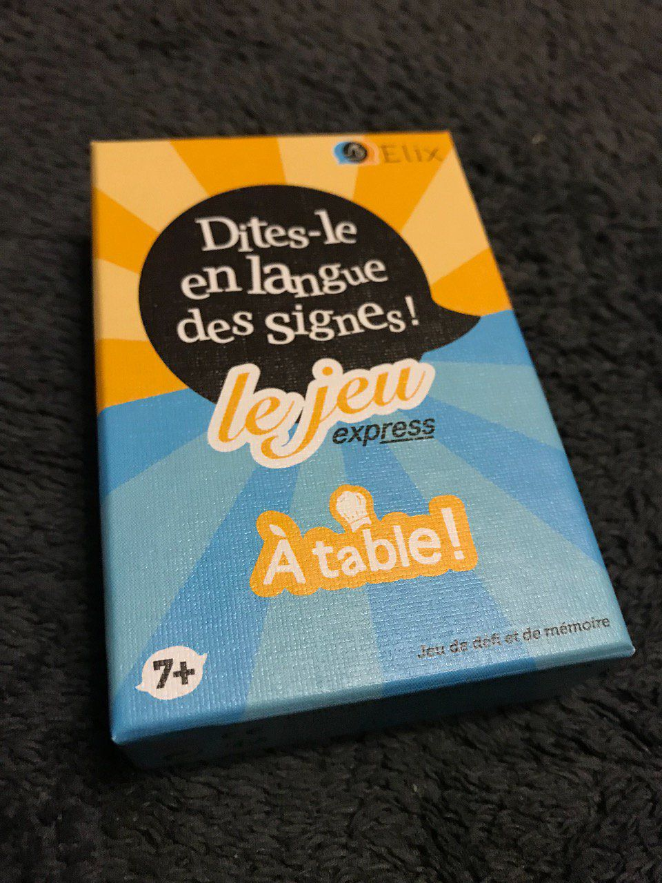 A table- Dites-le en Langue des Signes